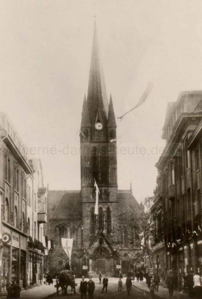 Die neue Johanneskirche mit ursprünglichen Turm im 350. Jubiläumsjahr der Reformation, 1927, Foto Stadtarchiv Herne