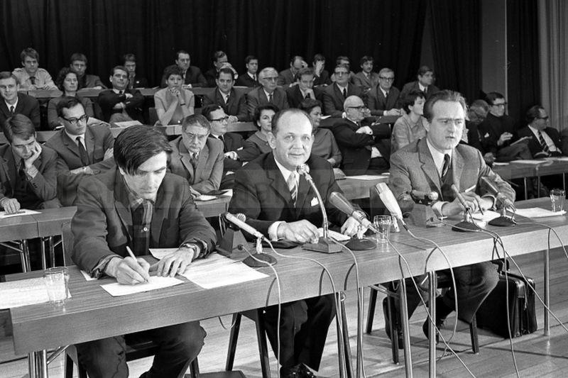 Rudi Dutschke, Moderator Friedrich Steffen und Johannes Rau (v. l.), Foto Norbert Kozicki, 1968