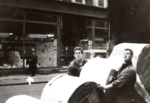 Ausladen der Papierrollen für die Wanne-Eickeler Zeitung auf der Hauptstraße, Foto Norbert Kozicki