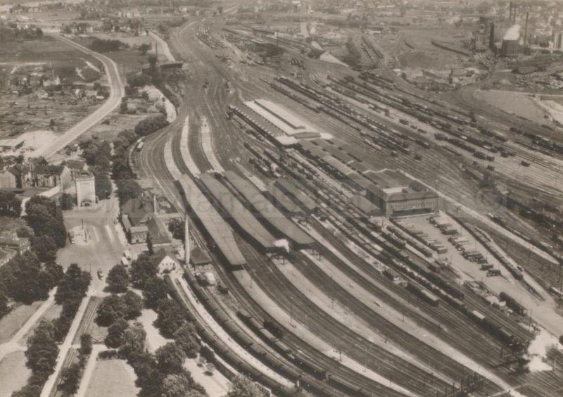 Der Hauptbahnhof zu seinen besten Zeiten nach 1930: links unten die Eilgutanlage, in der Mitte die Stückgutumladehalle und Wagenwäsche, rechts der Verschiebebahnhof, Foto Stadtarchiv Herne