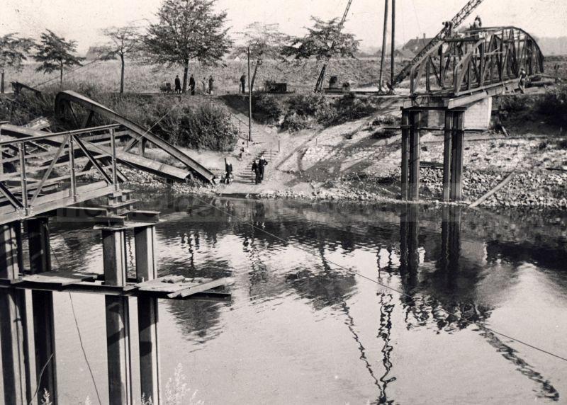 Die gesprengte Kanalbrücke an der Recklinghäuser Straße, Mai 1945, Foto Bildarchiv Herne