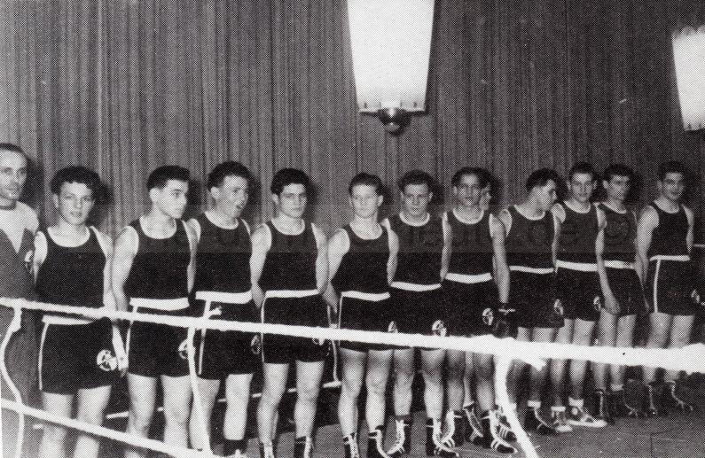 Mannschaft der legendären Boxstaffel von Schwarz-Weiß Unser-Fritz mit dem Trainer Adi Jahn, Foto Norbert Kozicki