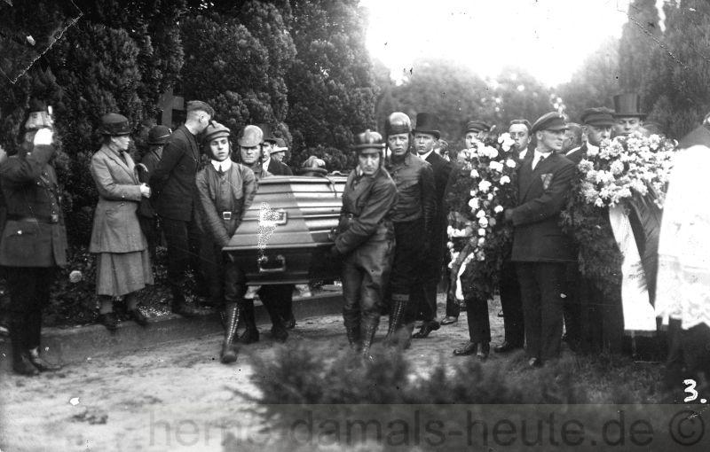 Willi Henkelmann, Bestattung in Münster, Juli 1928, Foto Stadtarchiv Herne