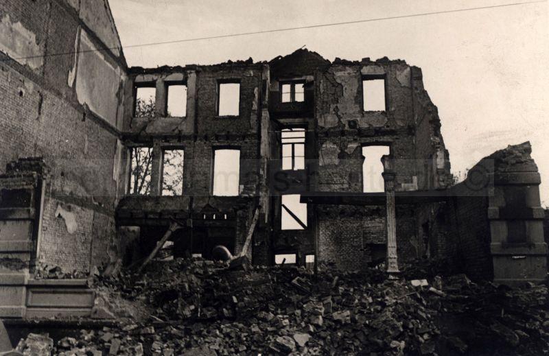Zerstörtes Haus in der Wanner Hindenburgstraße, 1944