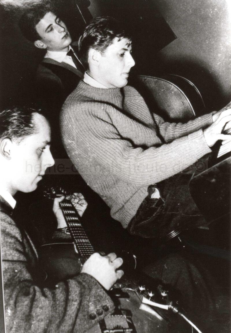 Heinz Oelmann mit voller Konzentration am Piano, Foto Norbert Kozicki
