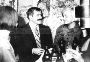 Günter Grass in der Jazz-Wanne nach seiner Lesung zum Thema 'Jazz und Lyrik' im Wanne-Eickeler Jungengymnasium, Repro Norbert Kozicki