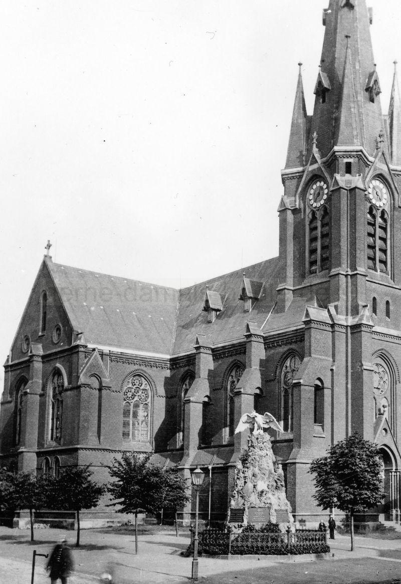 Kriegerdenkmal vor der evangelischen Hauptkirche (Kreuzkirche) in Herne, Foto Stadtarchiv Herne