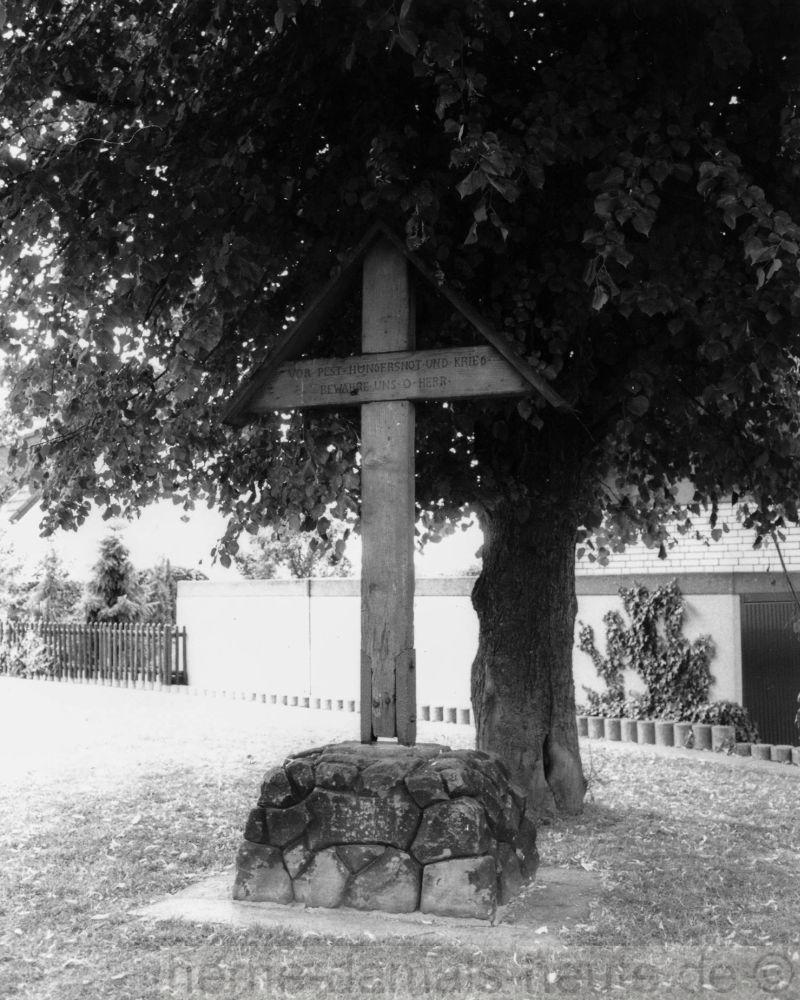 Pestlinde und Pestkreuz, Foto Stadtarchiv Herne