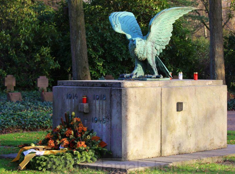 Vorderansicht des Kriegerdenkmals, Foto Gerd Biedermann