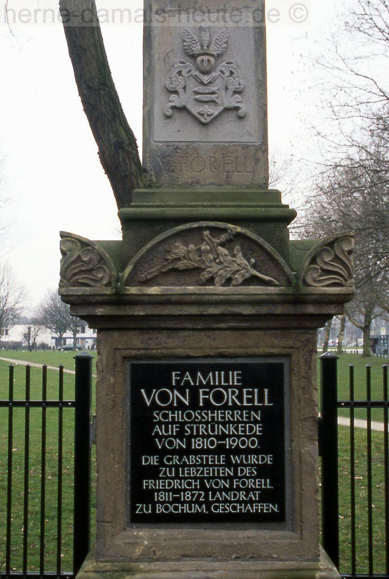 Grabdenkmal Familie von Forell, Detailansicht, 2008, Foto Stadtarchiv Herne