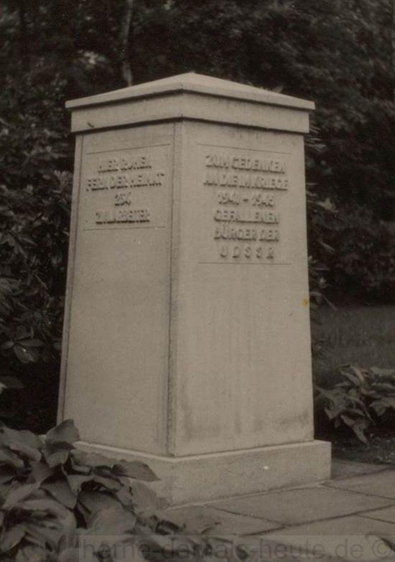 Denkmal für die Angehörigen fremder Staaten auf dem Waldfriedhof, Foto Stadtarchiv Herne