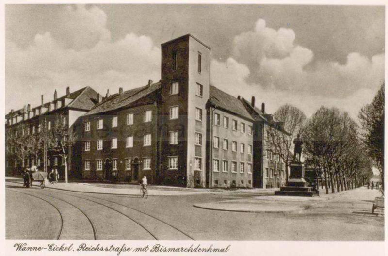 Postkartenansicht des Bismarck-Denkmals an der Reichs-, Ecke Hauptstraße, Repro Stadtarchiv Herne